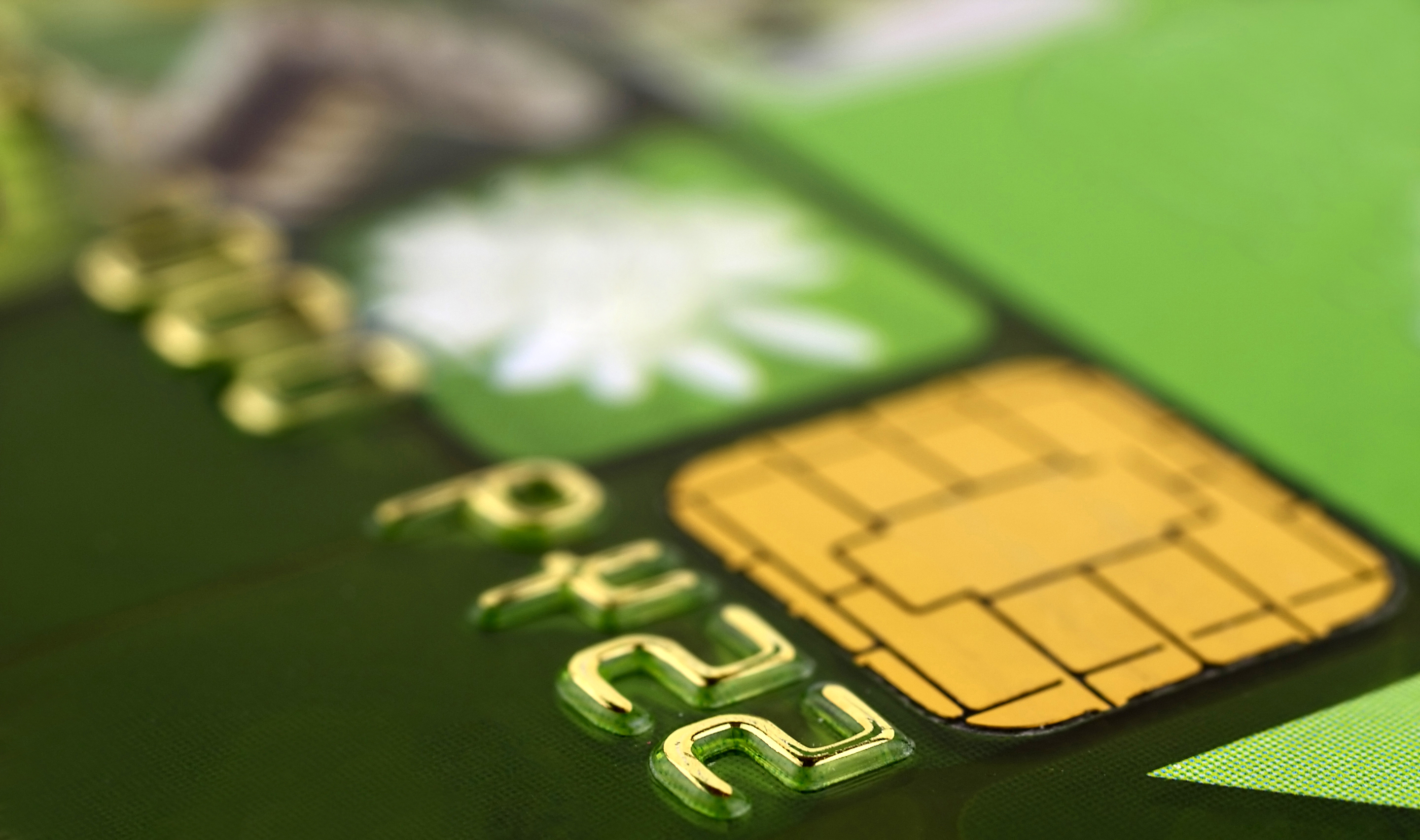 Bankcard_chip_close-up_iStock_000009764672Medium